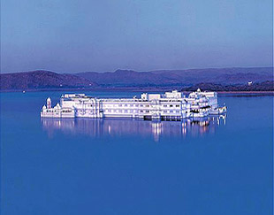 Taj lake palace 01