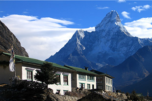 Everest mountain lodges 01