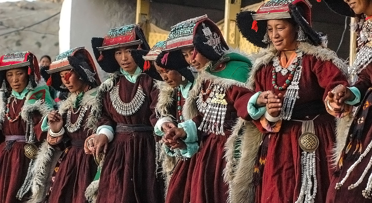 india tibetan plateau ladakh women traditional dress