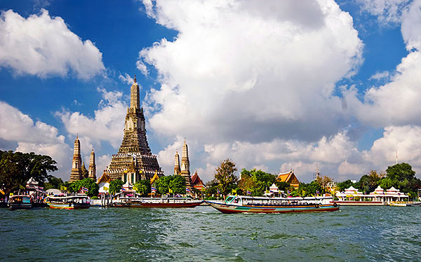 bangkok temple emerald buddha grand palace longtail boat klong waterways